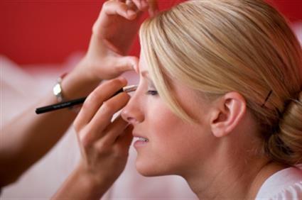 Beauty franchise offers full hair & makeup training